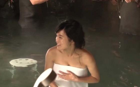 【放送事故画像】ポロリの期待値がグンっと高まる温泉レポw今回はポロリはあるのか?ww