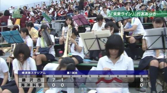 【放送事故画像】甲子園中継でパンチラまで映されてるとは知らず笑顔なJK達ww 06