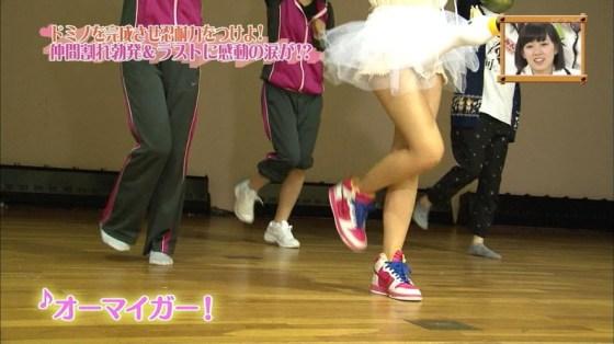 【放送事故画像】ミニスカやショートパンツ履いて太もも露出しながらテレビに出た結果ww 20