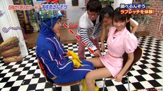 【放送事故画像】ミニスカやショートパンツ履いて太もも露出しながらテレビに出た結果ww 24
