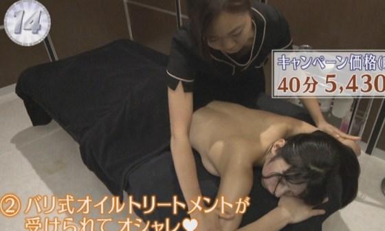 【放送事故画像】いつ乳首が見えてもおかしくない、テレビでエステ受けてる女性達w 19