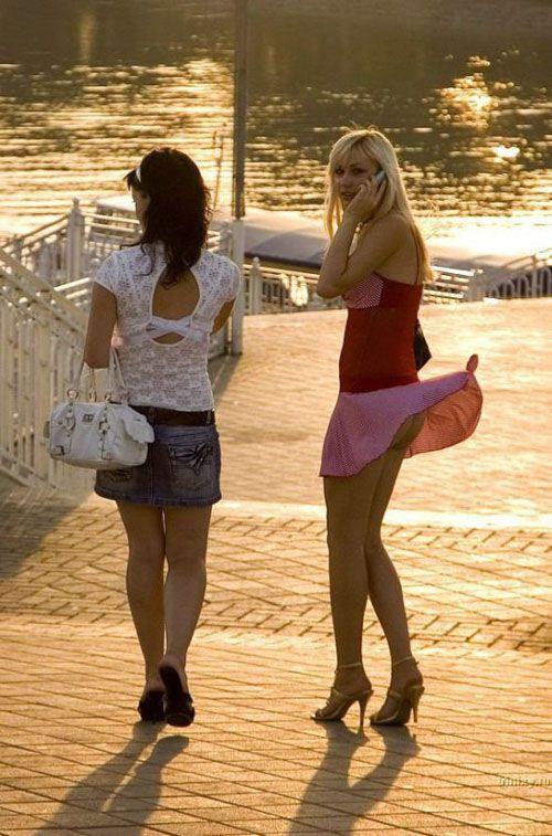 【パンチラ画像】外人さんが風で物の見事にスカート舞い上がった瞬間・・・www 20