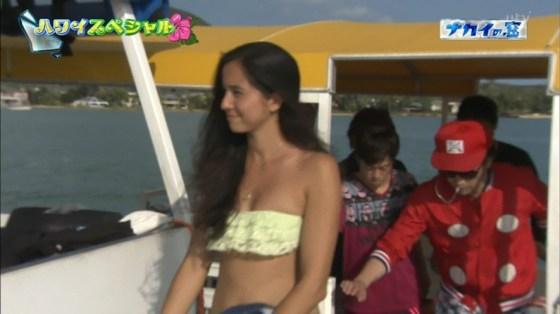 【放送事故画像】最近の水着とか下着ってオッパイ隠す着ないよなwそんな格好でテレビに出たらww 09