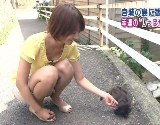 【放送事故画像】テレビで尻肉まで見えそうなくらいに太もも露出さしてる半露出狂タレント達www 11
