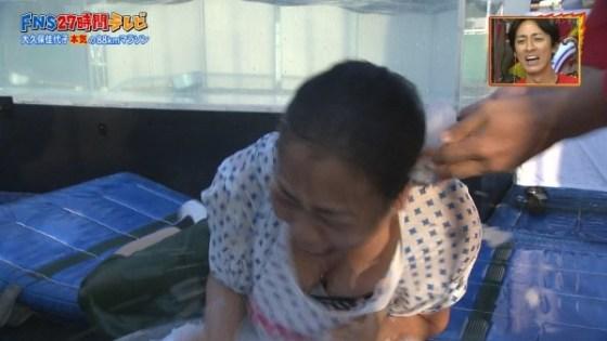 【放送事故画像】視聴率の為にドンドン胸元を露出させるタレント達が限界まで来てるww 08