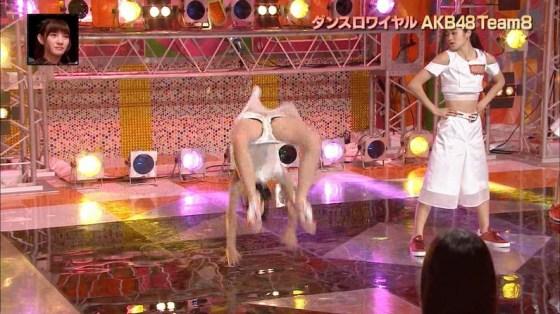 【放送事故画像】テレビなのにお股開きすぎて股関節の隙間からえらいもん見えてますがなwww 03