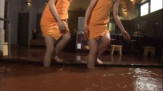 【入浴キャプ画像】温泉レポとかっていつもオッパイギリギリのところまで露出してないか? 14