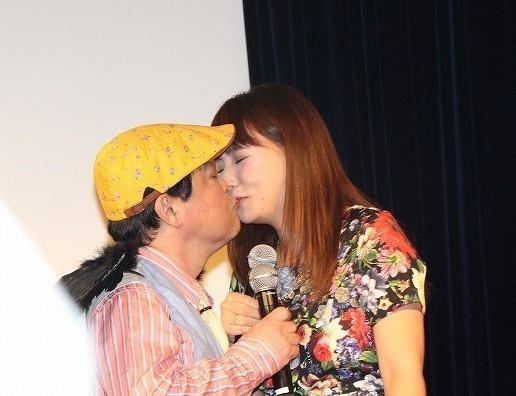 【キステレビキャプ画像】見てるだけで照れちゃう女子アナやタレント達のキス顔やキスシーンww 21