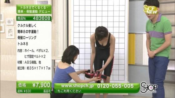 【谷間キャプ画像】ユルユル胸元から見せつけるタレント達の谷間に思わず反応してしまった! 19