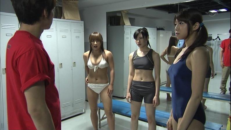 【水着キャプ画像】巨乳が着るビキニって別格でエロいよなw 05