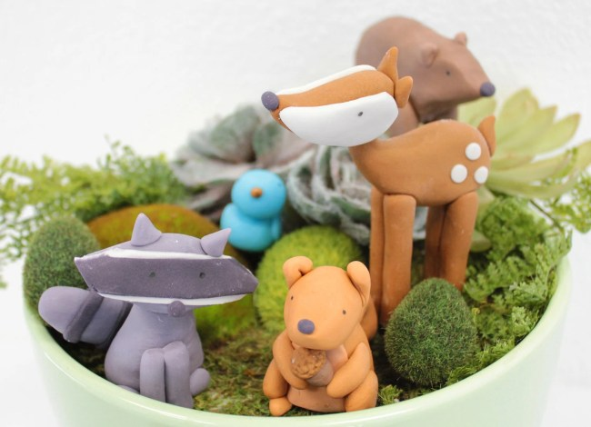 Woodland Animals fondant cake toppers - 1 Bear, 1 Raccoon, 1 Squirrel, 1 Deer, 1 Bluebird for a woodland party, camping party, birthday