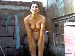 deepa aunty bathing