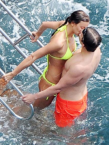 Foto Irina Shayk dan Bradley Cooper Ketahuan Mandi Bareng