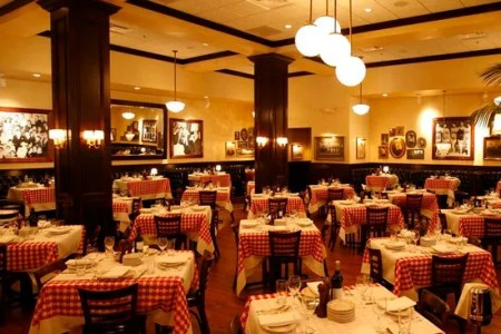 maggianos little italy maggianos 208 orlando dining room 28 550x370
