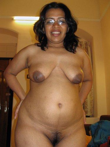 aunty saree big ass