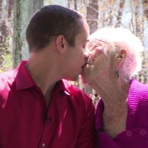 Americano namora várias idosas ao mesmo tempo: mais velha tem 91 anos