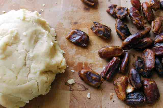 Ma'amoul pie crust and dates
