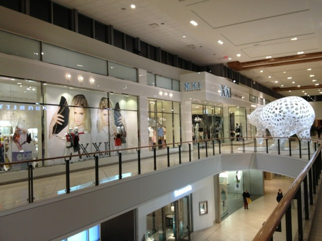 Forever 21 retail outside Mall