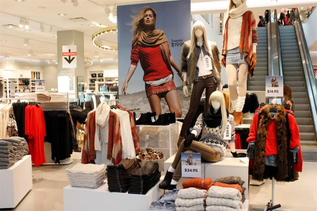 H&M Flagship for Western Canada Chinook Centre (3)