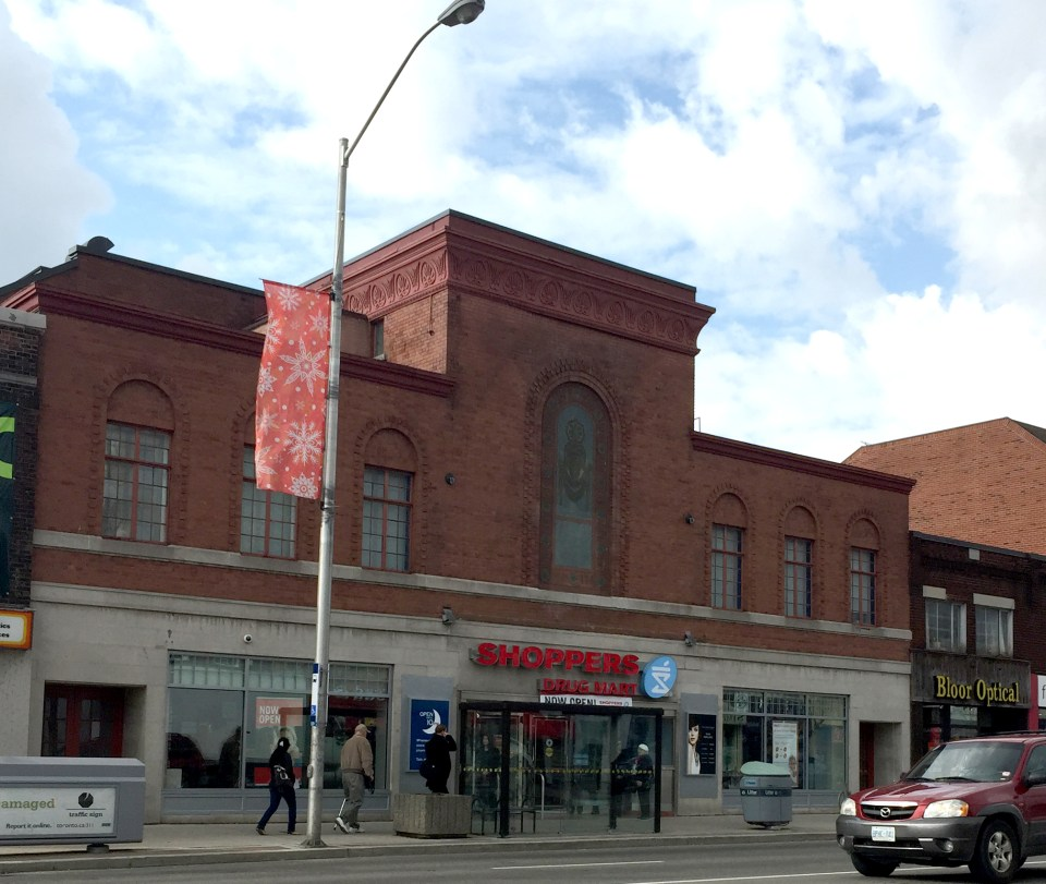 Shoppers_Runnymeader_Theatre_Outside
