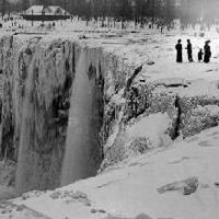 1932 kışı o kadar soğuktu ki, Niagara Şelalesi tamamen donmuştu.