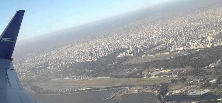 Los aeropuertos de Buenos Aires y su relación con el espacio metropolitano. La inserción del subsistema aeroportuario Aeroparque-Ezeiza dentro de la lógica del mercado aerocomercial y de la estructura urbana.