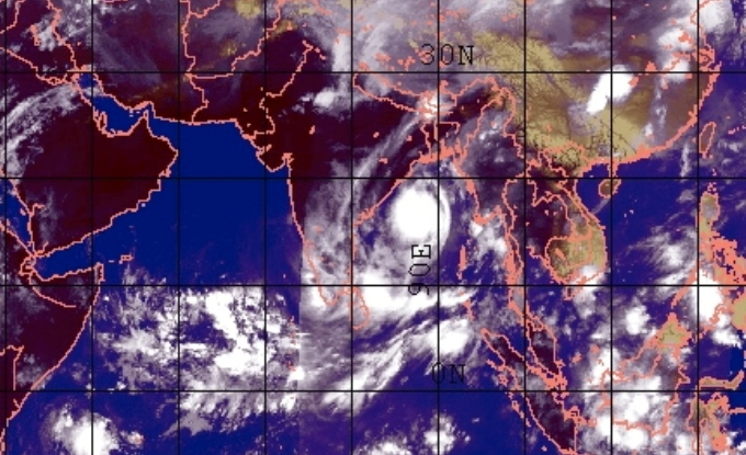 An example of a favourable phase of EQUINOO, with clouds over the western equatorial Indian Ocean, but none over the eastern equatorial Indian Ocean, on May 24, 2014. (Image by Sulochana Gadgil / Naval Research Laboratory)