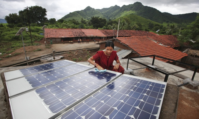 A rooftop solar panel installed by villages (Image by Abbie Trayler-Smith / Panos Pictures / DFID)
