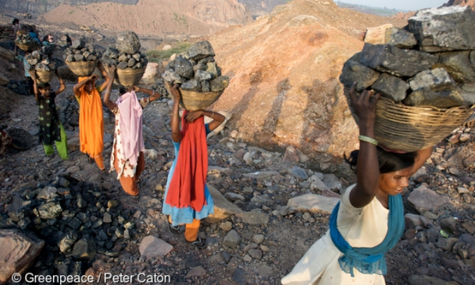 Illegal Pickers at Jharia coal mine, Jharkhand state, one of the largest coal mines in Asia