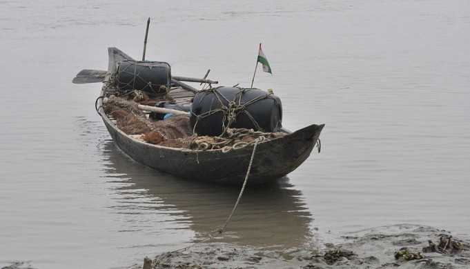 Indian fishing boats now return largely empty (Image by Santanu Chandra, via Wikimedia Commons)