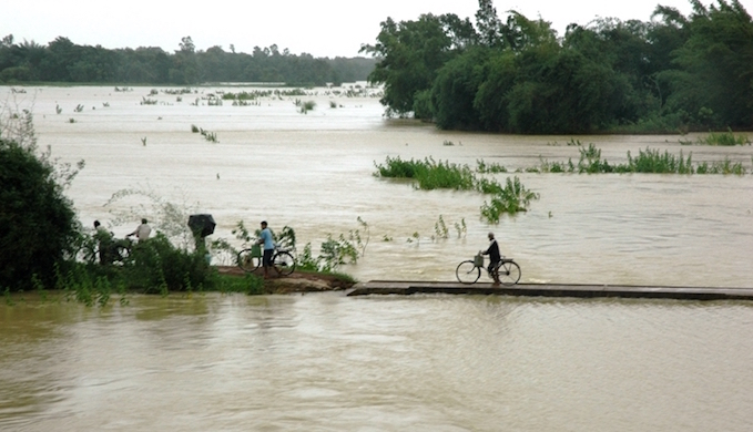 People fleeing their homes due to the floods. (Photo by Kshitiz Anand)