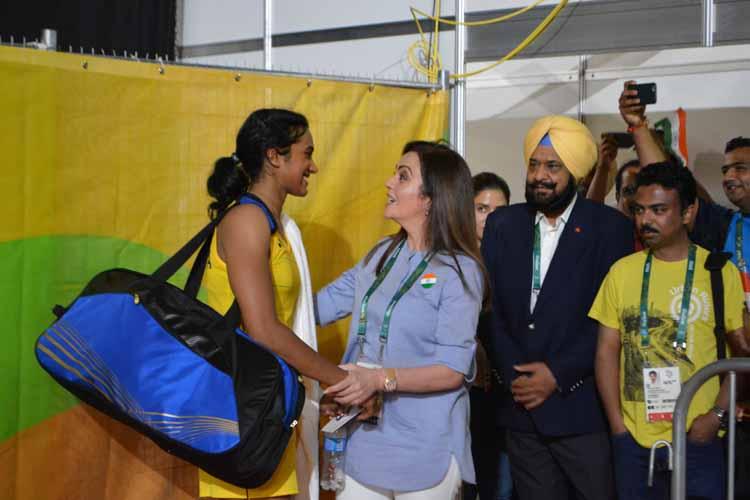 Sindhu guarantees silver, Sakshi bags bronze