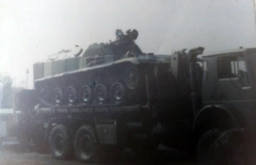AMX-13 VCI TNI AD dibawa dengan truk Bedford MT