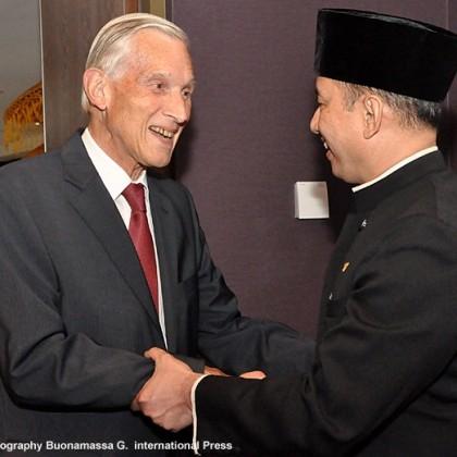 Ben Bot feliciteert ambassadeur met 70e National Day
