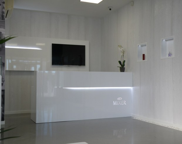 Indoormobel recepción Mixer