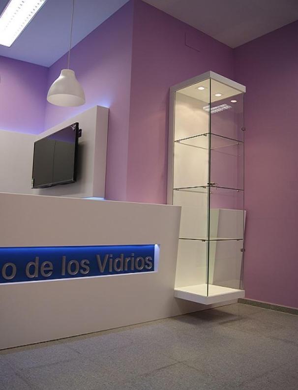 Indoormobel vitrina y recepción