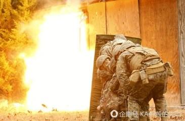 來撕!手雷和槍榴彈,在巷戰中,哪個更好用!