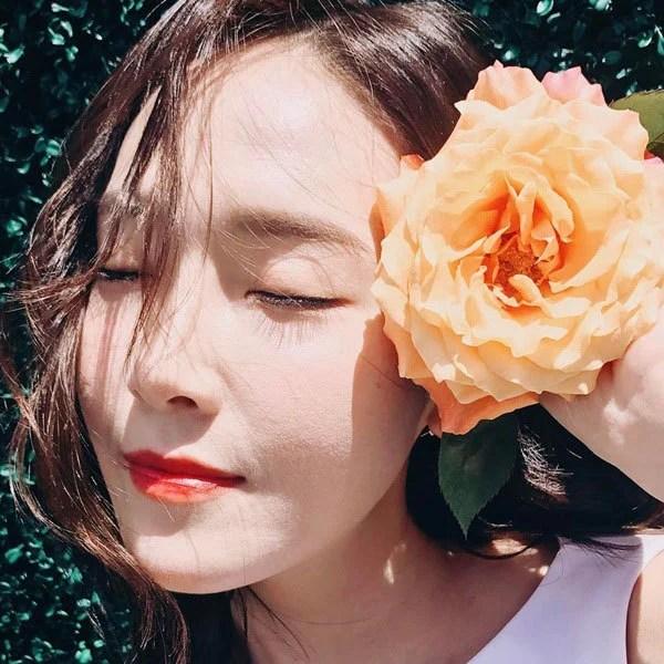鄭秀妍 Instagram公開美照 展示出如花般動人的美貌