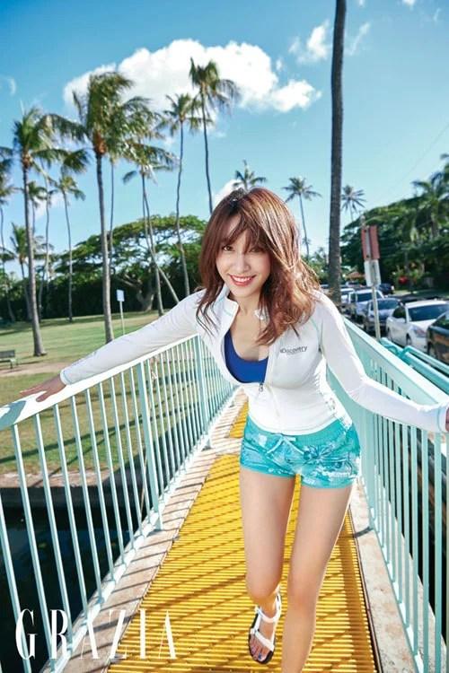 安喜延夏威夷拍攝度假主題寫真公開 穿泳裝,連衣裙等服裝展現多樣魅力