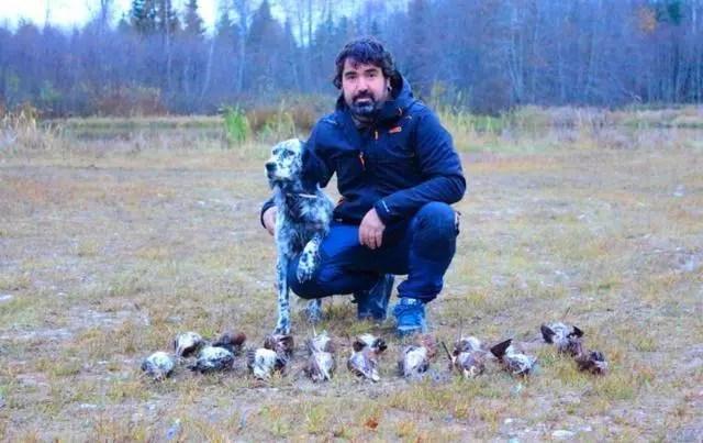男子发现有人在大量捕杀野生鹬鸟,警察却拍手叫好