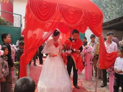 一直在交往的男朋友突然結婚了,新娘不是我