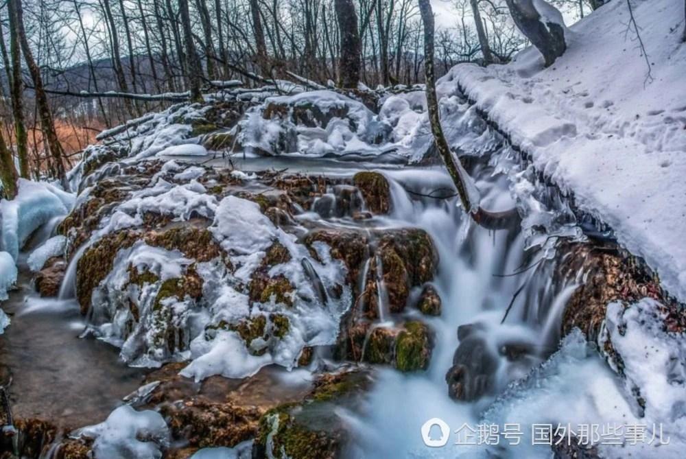 攝影師拍攝的克羅埃西亞的冬天,藍色的瀑布美的讓人驚心動魄