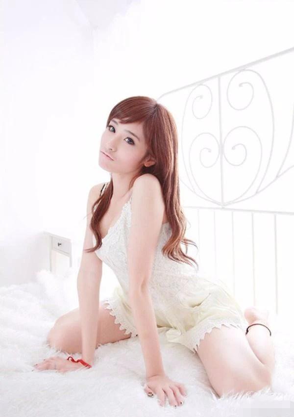 可愛的超級美女,皮膚白嫩青春又靚麗