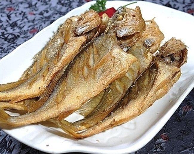 小黃魚簡單的煎一下,不僅好吃下飯,還很下酒哦,你一定沒試過!