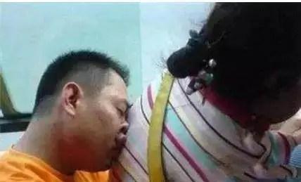 旅遊火車上的奇葩搞怪睡姿,第一張圖的男女,神同步啊!
