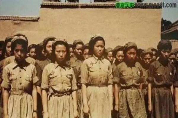 一小兵偷了九名日本女戰俘躲進深山,被虐待16年,最終報警