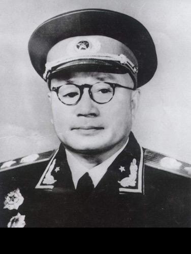 開國元帥劉伯承,因站在「洋派」奪走毛主席兵權,主席卻經常誇他
