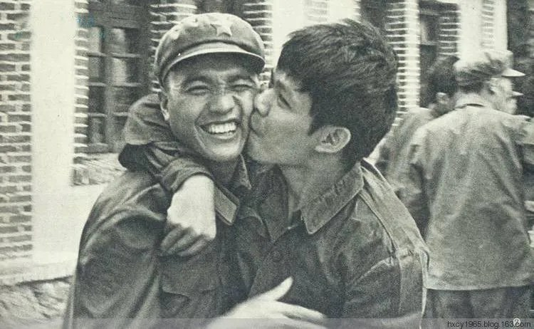 女護士回憶在反擊戰中越俘都喊毛主席萬歲!