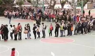 中國孩子在幼升小,英國的孩子卻在