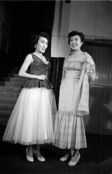 1953年韓國美女歡送美國高官